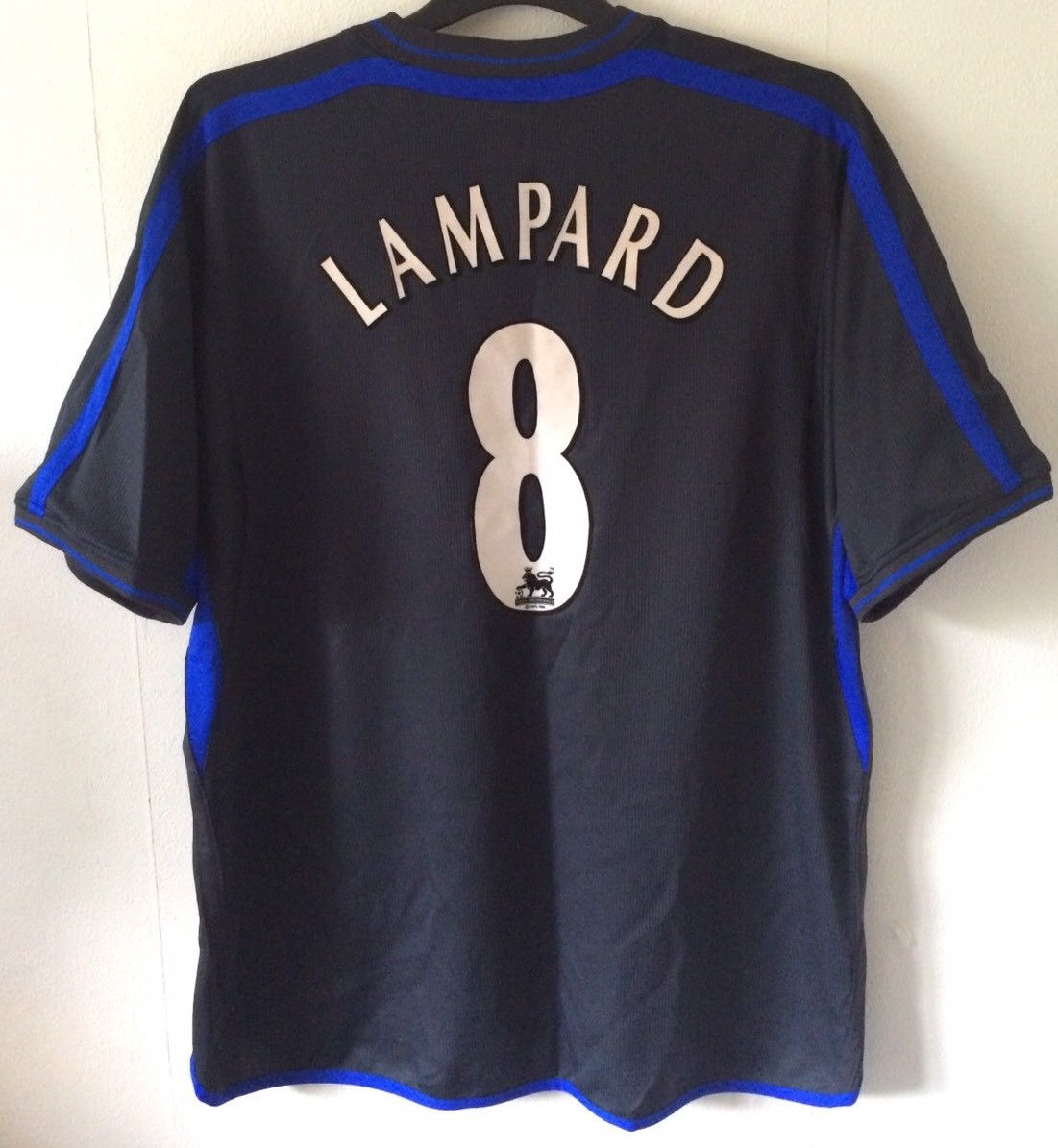 5cde6f45684 Chelsea Frank Lampard 8 Football Shirt 2002 04 Adults XXL Umbro. 🔍. instock