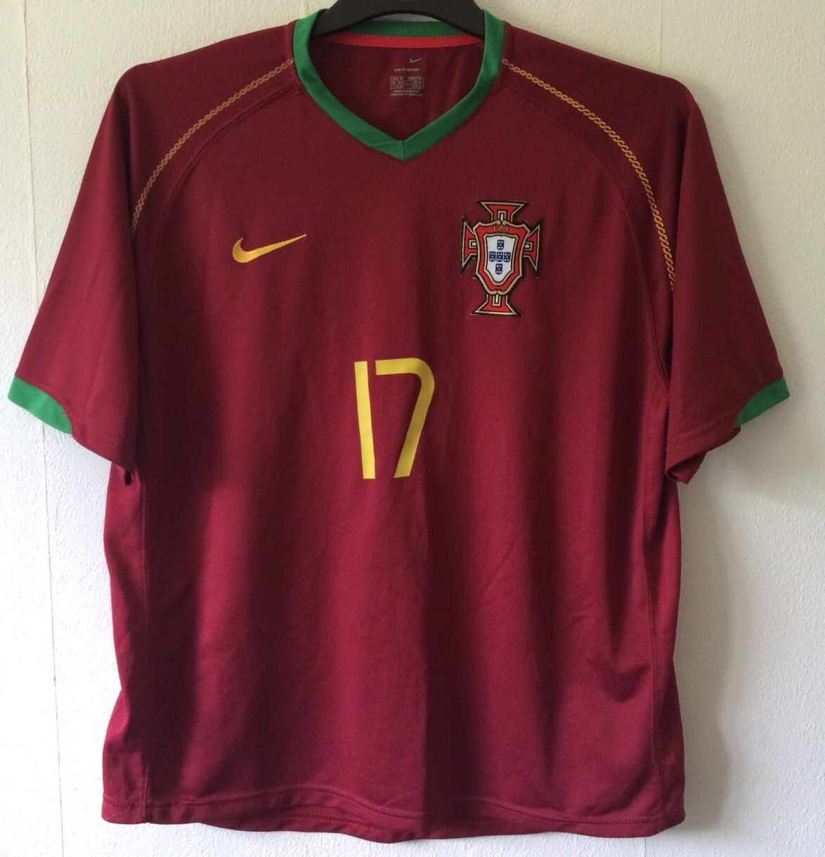 best service d50a0 c4306 Portugal Cristiano Ronaldo 17 Football Shirt 2006/08 Adults Medium Nike